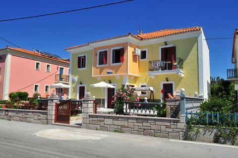 Toula Apartments & Studios